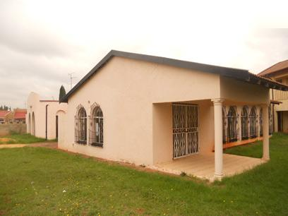 Standard Bank Repossessed 3 Bedroom House for Sale For Sale in Lenasia South - MR21514