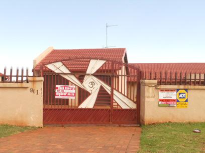Standard Bank Repossessed 3 Bedroom House for Sale on online auction in Lenasia South - MR21537