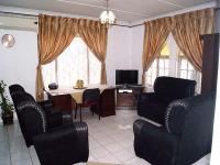 Lounges - 24 square meters of property in Shallcross