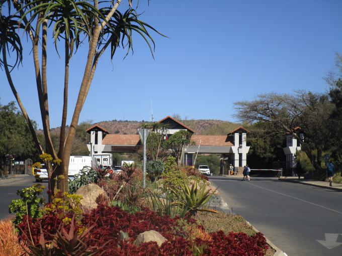 Standard Bank EasySell 5 Bedroom House for Sale in Featherbrooke Estate - MR217440