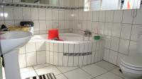 Main Bathroom - 6 square meters of property in Strubenvale