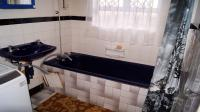 Main Bathroom - 8 square meters of property in Grosvenor