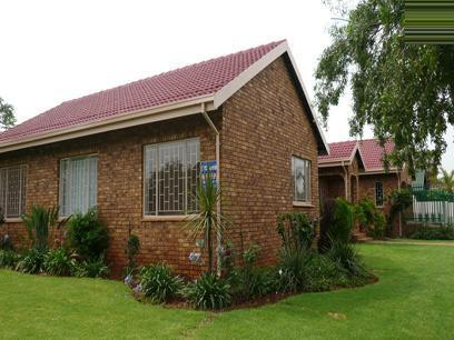 4 Bedroom House for Sale For Sale in Garsfontein - Home Sell - MR22178