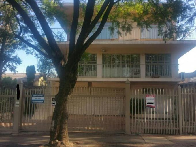 6 Bedroom House for Sale For Sale in Laudium - MR222230