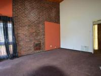 Lounges - 27 square meters of property in Emalahleni (Witbank)
