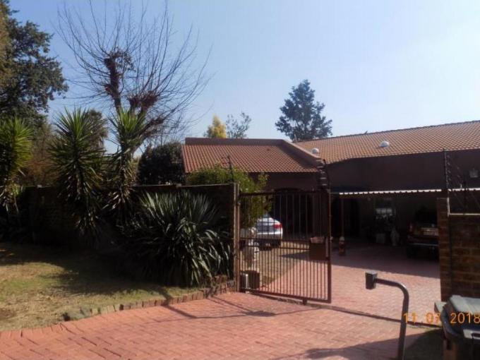 3 Bedroom House for Sale For Sale in Alan Manor - MR224252