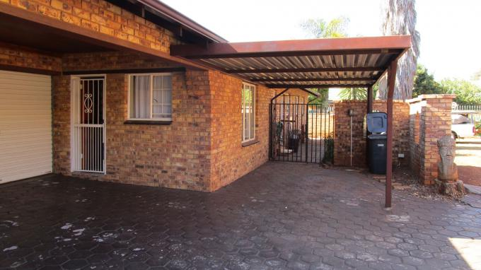 Standard Bank EasySell 4 Bedroom Sectional Title for Sale For Sale in Hennopspark - MR224604