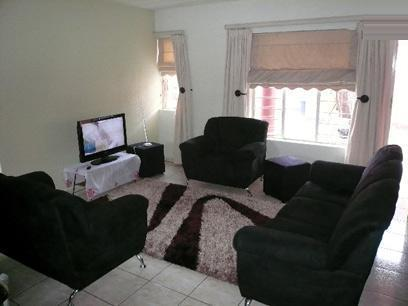 Lounges - 20 square meters of property in East Lynne