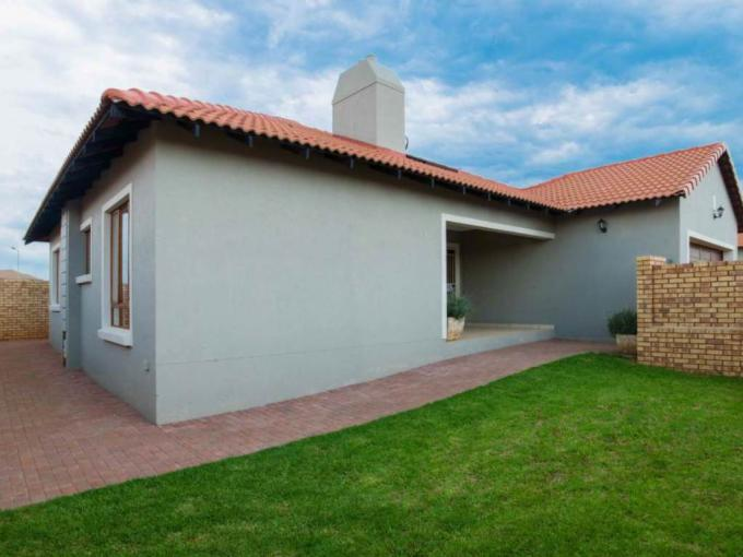 3 Bedroom House for Sale For Sale in Monavoni - MR225834