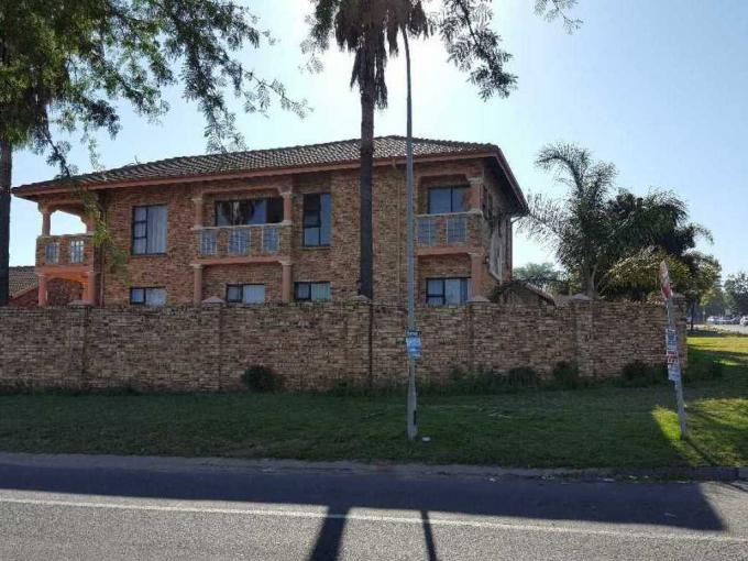 8 Bedroom House for Sale For Sale in Rooihuiskraal - MR225948