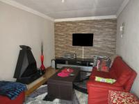 Lounges - 18 square meters of property in Crystal Park