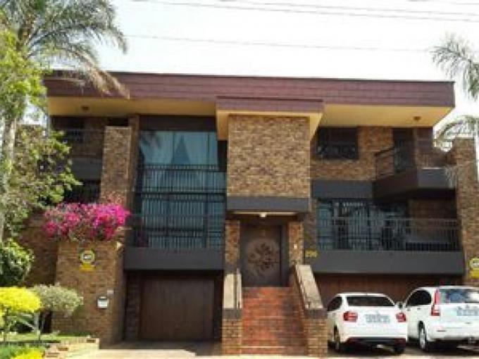 5 Bedroom House for Sale For Sale in Laudium - MR231472