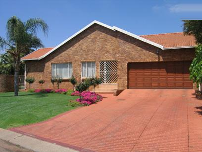 4 Bedroom House for Sale and to Rent For Sale in Rooihuiskraal - Home Sell - MR23159