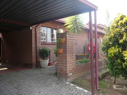 3 Bedroom Simplex for Sale For Sale in Garsfontein - Private Sale - MR23253