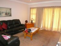 Lounges - 125 square meters of property in Raslouw
