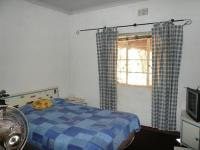 Bed Room 1 - 13 square meters of property in Raslouw