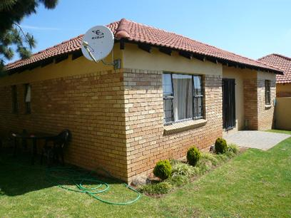 3 Bedroom Cluster for Sale and to Rent For Sale in Midrand - Private Sale - MR23404