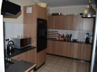 Kitchen of property in Wilropark
