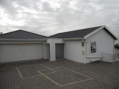Standard Bank Repossessed 5 Bedroom House for Sale For Sale in Wentworth  - MR23464
