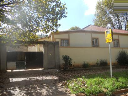 Standard Bank Repossessed 3 Bedroom House For Sale in Bezuidenhout Valley - MR23479