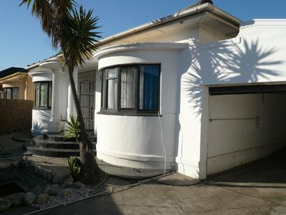 4 Bedroom House For Sale in Parow Central - Home Sell - MR23515