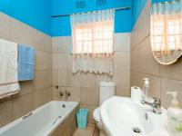 Bathroom 1 - 6 square meters of property in Roodepoort North