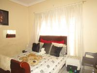 Bed Room 2 - 16 square meters of property in Roodepoort North