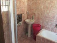 Bathroom 1 - 7 square meters of property in Douglasdale