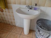 Main Bathroom - 9 square meters of property in Fishers Hill