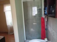 Main Bathroom - 5 square meters of property in Cosmo City