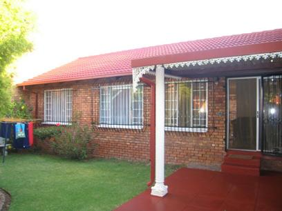 3 Bedroom Simplex for Sale For Sale in Garsfontein - Home Sell - MR24099