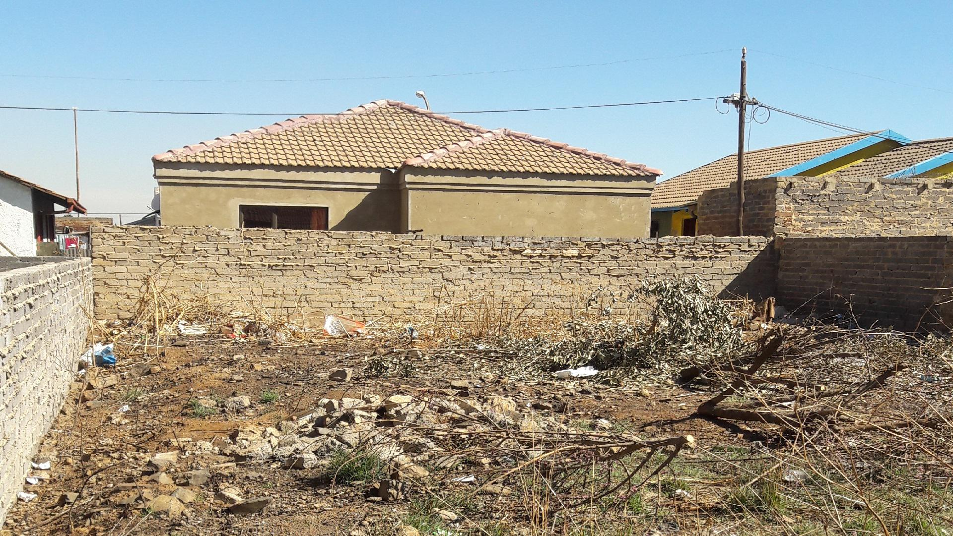 Spaces of property in Lakeside - (Vereeniging)