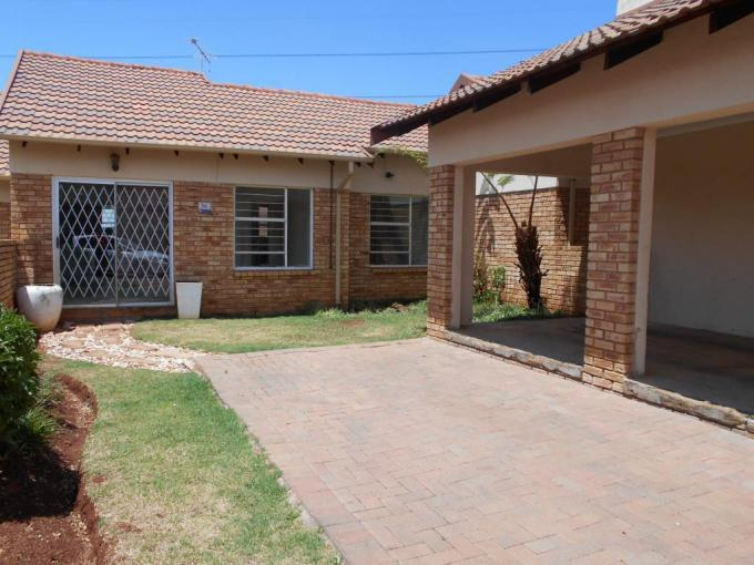 2 Bedroom Simplex for Sale For Sale in Witpoortjie - MR241450