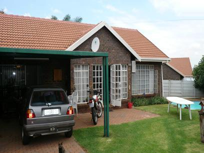 3 Bedroom House for Sale For Sale in Die Hoewes - Private Sale - MR24174