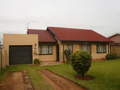 4 Bedroom House for Sale and to Rent For Sale in Claremont - JHB - Private Sale - MR24361