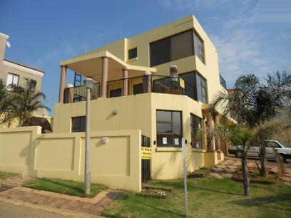 Standard Bank Repossessed 3 Bedroom  House on online auction in Bassonia Rock - MR24516