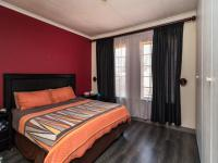 Main Bedroom - 16 square meters of property in Kyalami Hills