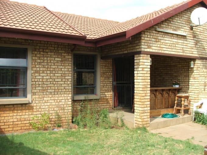 2 Bedroom Simplex for Sale For Sale in Meyerton - MR245256