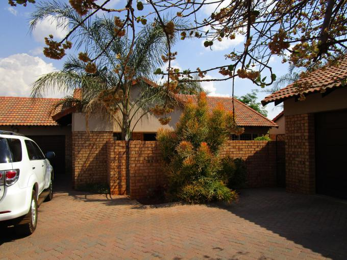 2 Bedroom Sectional Title for Sale For Sale in Pretorius Park - Private Sale - MR247643