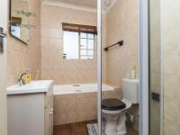 Bathroom 1 - 5 square meters of property in Sonneglans