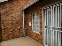 Patio - 39 square meters of property in Wilgeheuwel