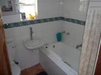 Main Bathroom - 5 square meters of property in Rondebosch East