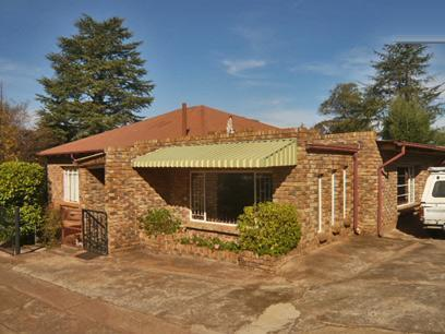 3 Bedroom House For Sale in Krugersdorp - Home Sell - MR25365