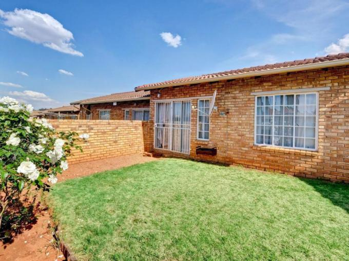 3 Bedroom Simplex for Sale For Sale in Witpoortjie - MR255308
