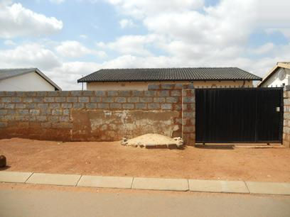 Standard Bank Repossessed 3 Bedroom House on online auction in AP Khumalo - MR25537