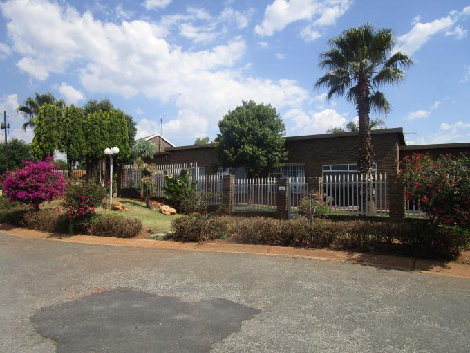Standard Bank EasySell 3 Bedroom House for Sale in Roodekrans - MR256525