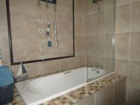 Bathroom 1 - 5 square meters of property in Roodekrans