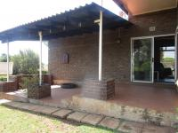 Patio - 17 square meters of property in Roodekrans
