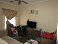 Lounges - 17 square meters of property in Roodepoort West
