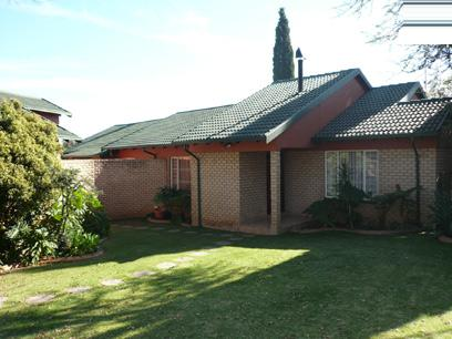 3 Bedroom House for Sale For Sale in Rooihuiskraal - Home Sell - MR26227